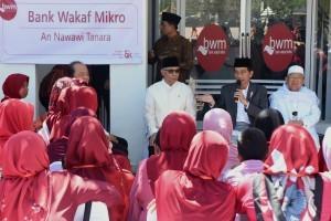 Presiden Jokowi launches An Nawawi Tanara Micro Waqf Bank,at An Nawawi Tanara Islamic Boarding School, Serang, Banten Province, Wednesday (14/3). (Photo by: Public Relations Division/Rahmat).