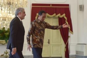 President Jokowi receives a courtesy visit of Chief Executive of Afghanistan Dr. Abdullah Abdullah, at Merdeka Palace, Jakarta, Thursday (4/10). (Photo: OJI/PR)