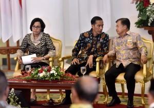 Presiden Jokowi dan Wapres saat mengikuti acara Daftar Isian Pelaksanaan Anggaran (DIPA) dan Buku Daftar Alokasi Transfer ke Daerah dan Dana Desa Tahun 2018 di Ruang Garuda Istana Kepresidenan Bogor, Rabu (6/12). (Foto: Humas/Agung)