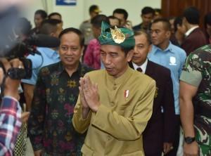 President Jokowi before giving public lecture at Institut Seni Indonesia (ISI), Denpasar, Saturday (23/6). (Photo: PR/Anggun).