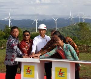 President Jokowi inaugurates Wind Power Plant in Sidrap Regency, South Sulawesi Province, Monday (2/7) (Photo: BPMI)