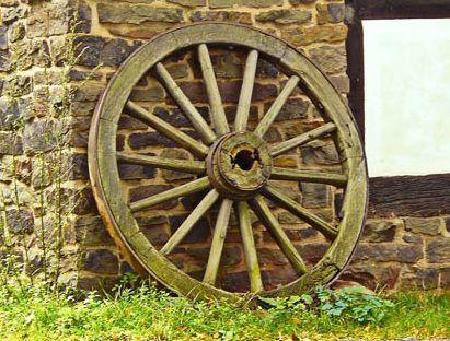 viambox publicidad de inventos - Imagen del invento rueda de carro antiguo