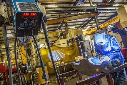 Welder welding with a semi-automatic MIG gun