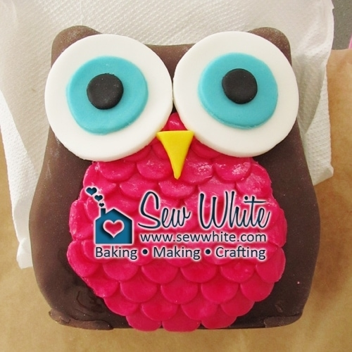Owl Birthday Cake made with sugarpaste fondant