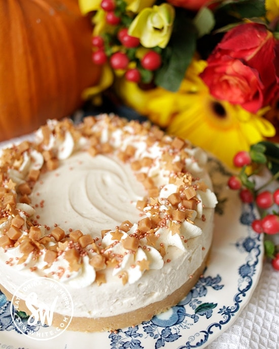 pumpkin spice cheesecake topped with fudge pieces