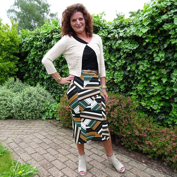 Outfit inspiration on how to style a graphic print skirt   40plusstyle.com