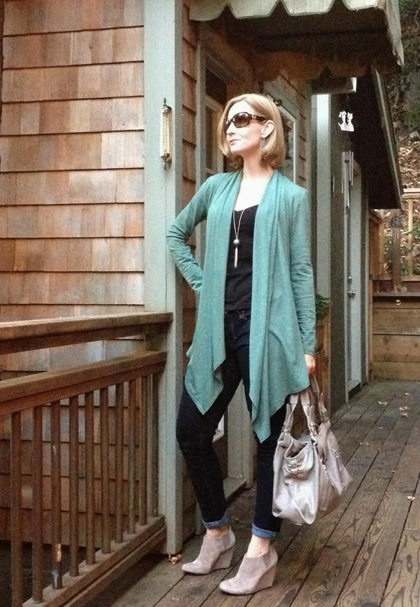 Creating a long lean line with a long cardigan | 40plusstyle.com