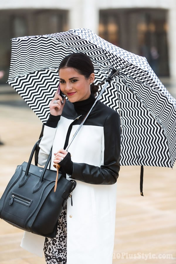 Super chic black and white outfit with matching unbrella | 40plusstyle.com