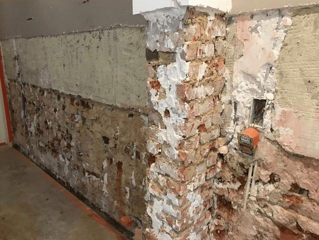 Opstijgend vocht als één van de vochtproblemen in de muren van een huis te Roeselare 2