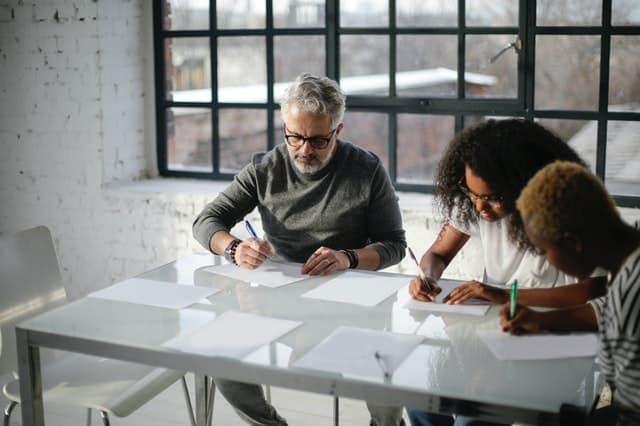 Pendaftaran merek dan Pemahaman Merek Identity beserta faedahnya