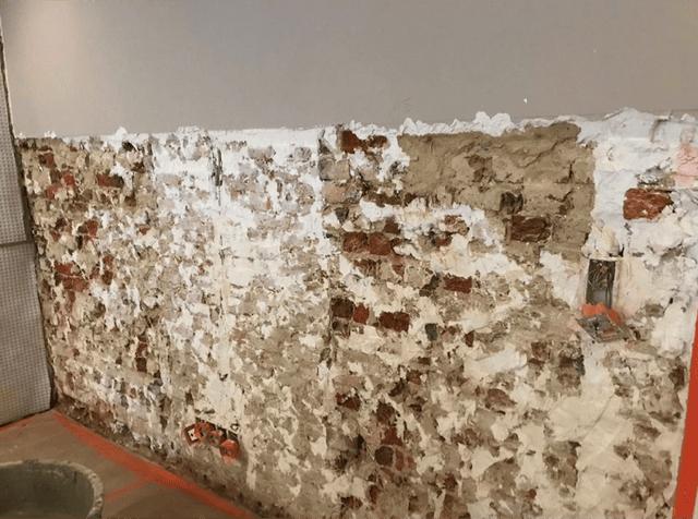 Opstijgend vocht als één van de vochtproblemen in de muren van een huis te Roeselare 1