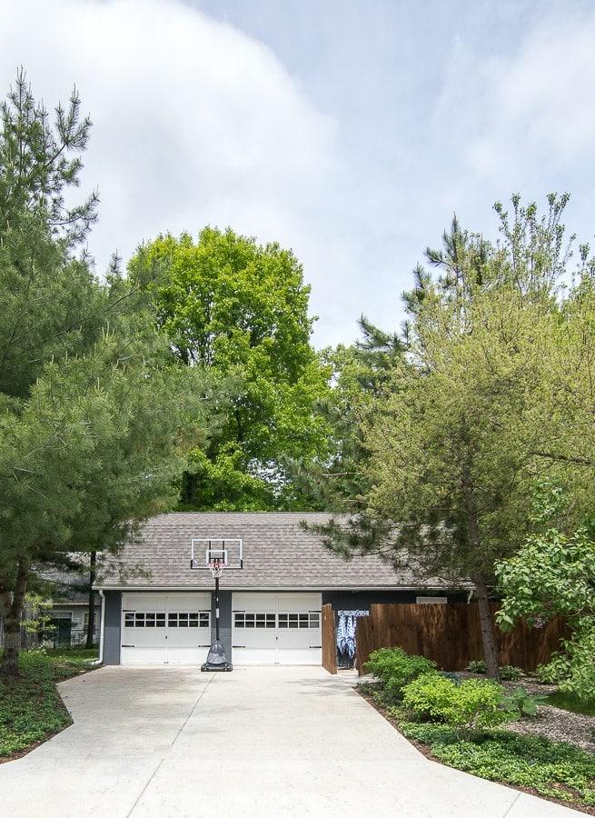 garage landscaping ideas