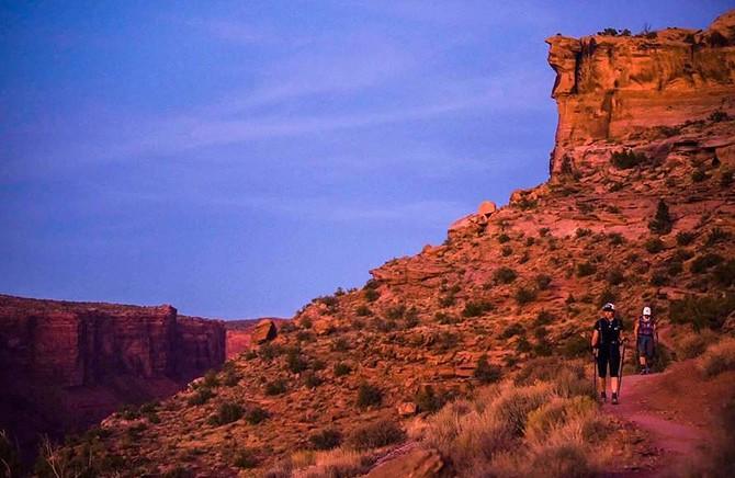 Landschaftsfoto des MOAB240 mit Felsformation