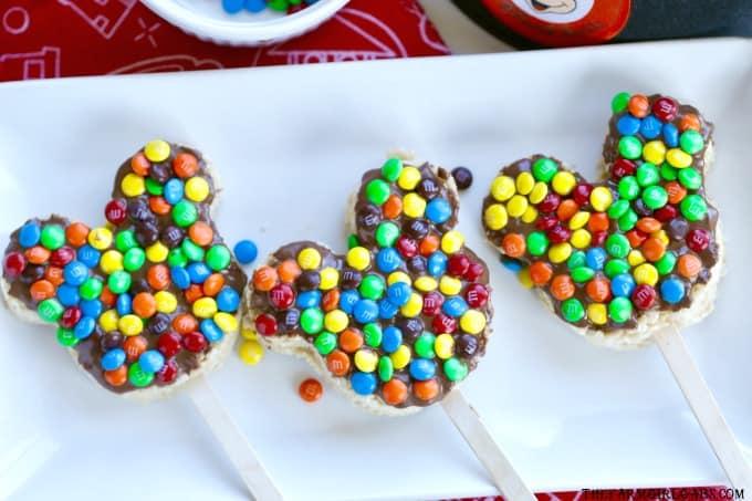 Create your own mouth-watering Crispy Rice Mickey Treats from Walt Disney World at home with this easy recipe. #WaltDisneyWorld #DisneyLand #Disney #DisneyRecipes #RiceKrispieTreats #Dessert #Snacks #DisneySnacks #DisneyFood