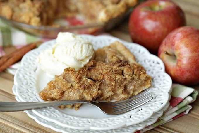 Apple Pie is about as American as you can get. A slice of this Apple Crumb Pie is perfect to enjoy for Thanksgiving dessert or any time of the year. #applepie #applecrumbpie #pie #pierecipe #dessert #baking #Thanksgivingrecipe #thanksgivingdessert #applerecipes