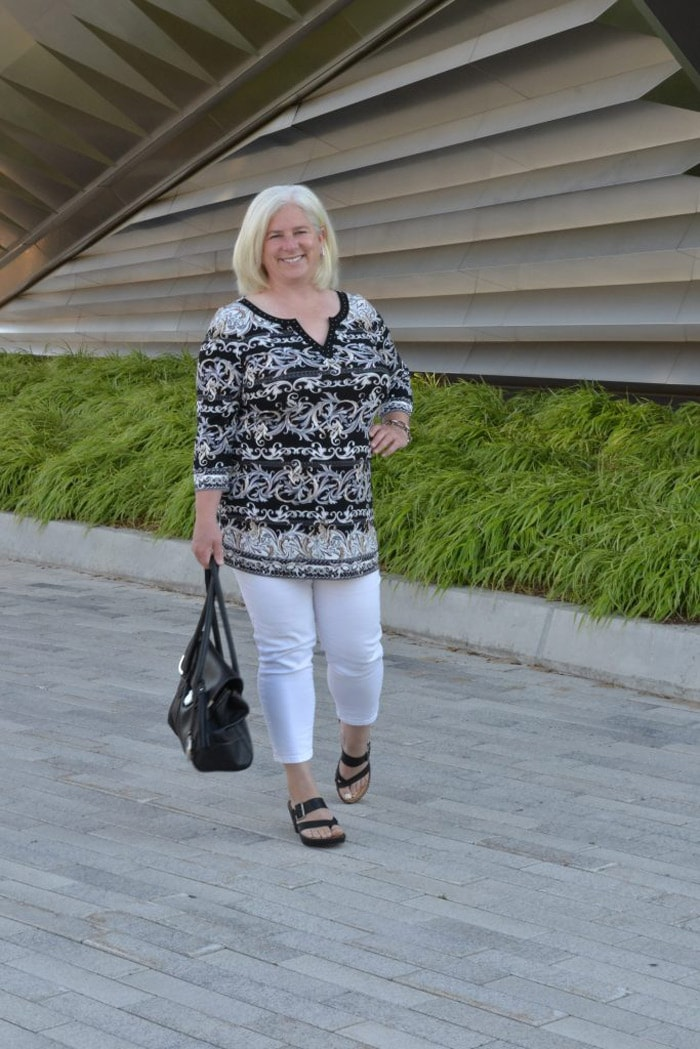 Julia wearing printed tunic and cropped white pants   40plusstyle.com