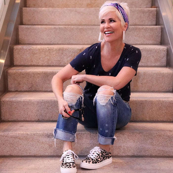Shauna wearing ripped jeans | 40plusstyle.com