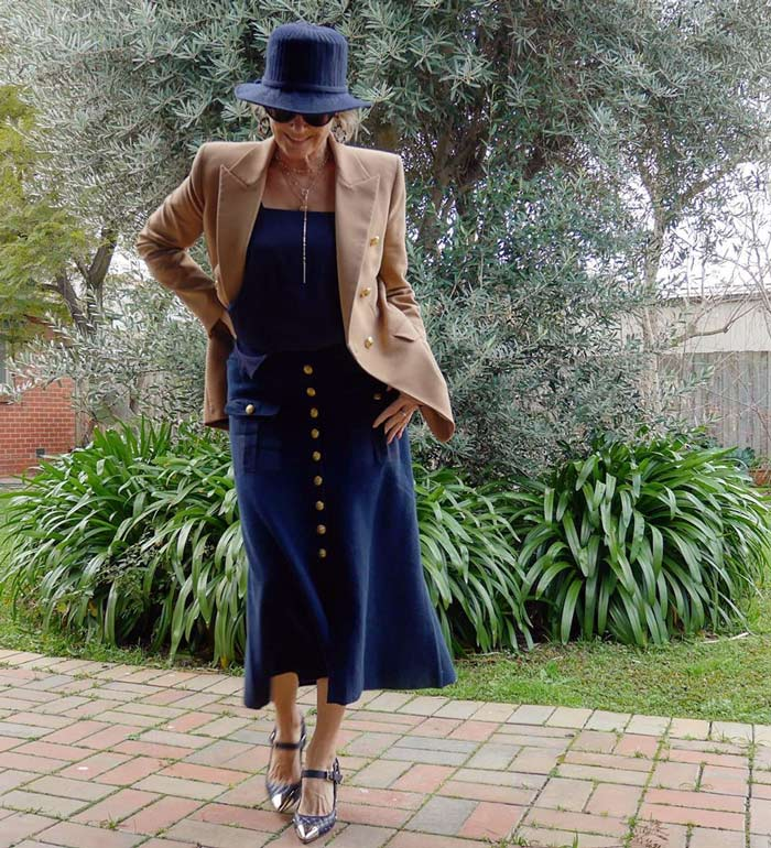 Suzie wears a navy and beige outfit | 40plusstyle.com