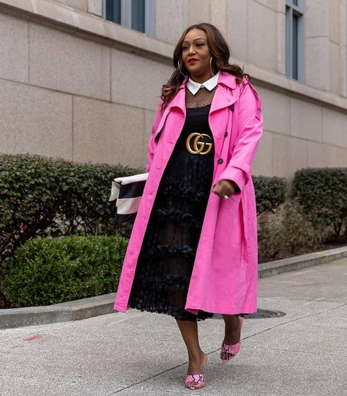 How to wear pink - Nikki wears a pink trench coat | 40plusstyle.com