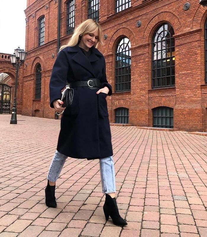 choosing a winter coat - Dorota wears a three-quarter length coat | 40plusstyle.com