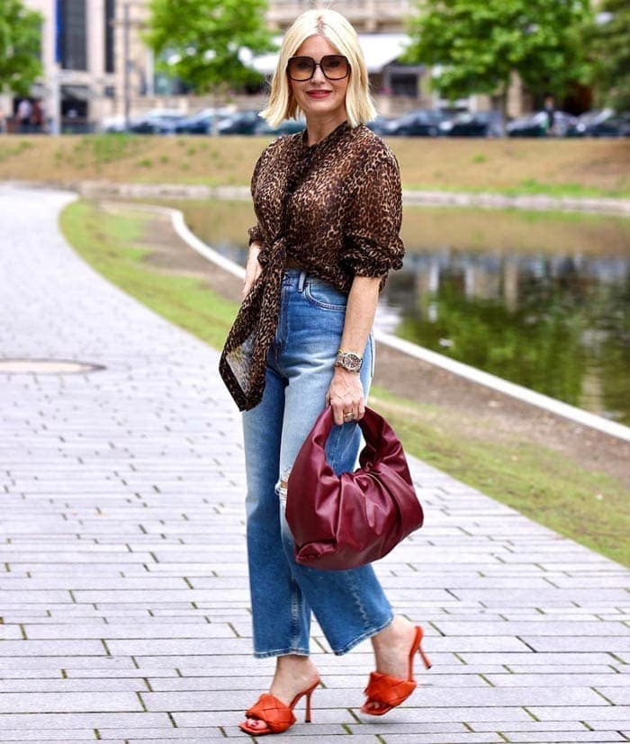 Petra combines trends in her outfit   40plusstyle.com