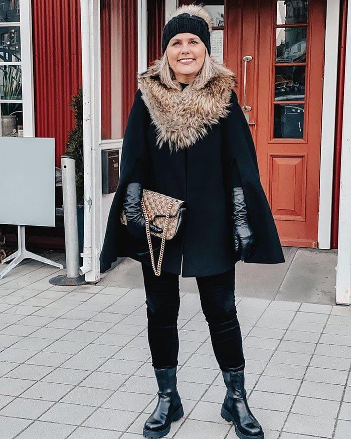 The best gloves for winter - Jona wears black leather gloves | 40plusstyle.com