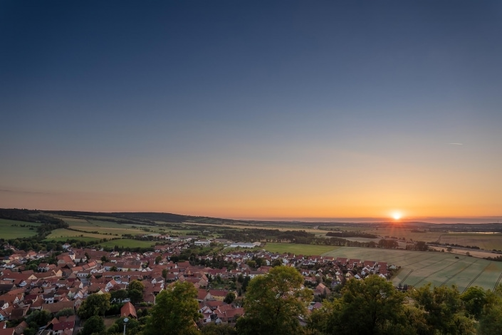 Sonnenuntergang über Mühlberg in Thüringen