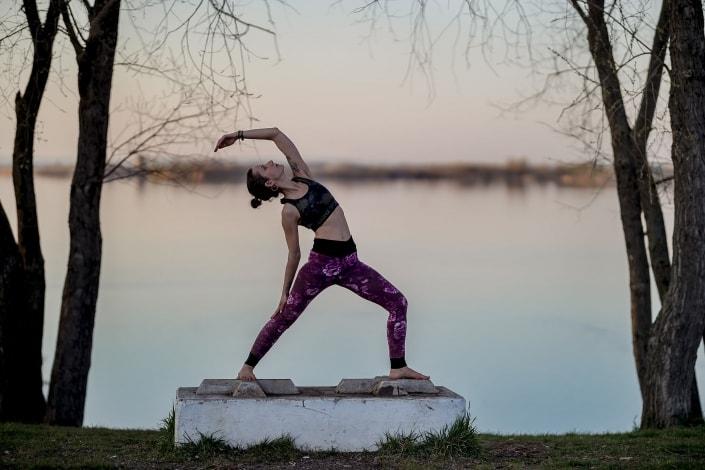 Yoga Fotoshooting kurz vor Sonnenuntergang am Alperstedter See bei Erfurt   Canon EOS R & RF 85mm f1.2