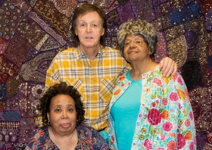 Paul McCartney Meets Women Who Inspired Beatles' 'Blackbird' - @Rolling Stone #paulmccartney #littlerocknine Artes & contextos Paul McCartney Little Rock Nine