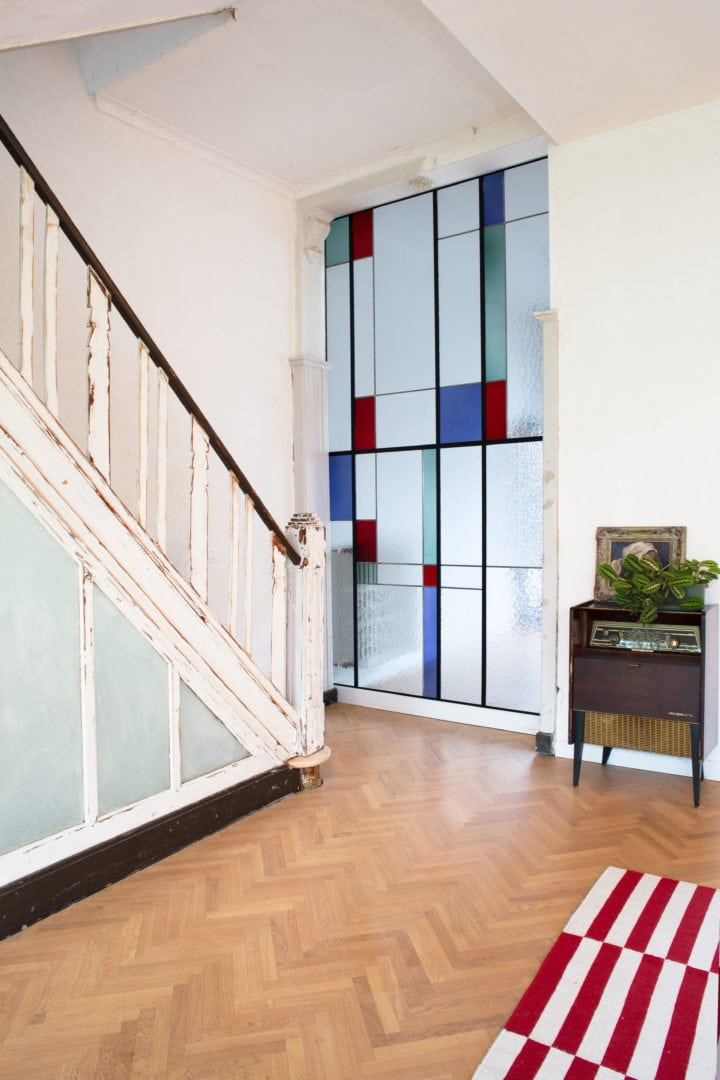 Glas-in-lood als tussenwand in privé-woning te Gent.