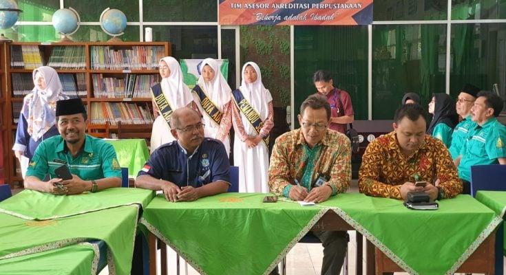 Tim Asesor Sekolah Adiwiyata Mandiri Nasional Verifikasi Lapangan SMPN 1 Wajak