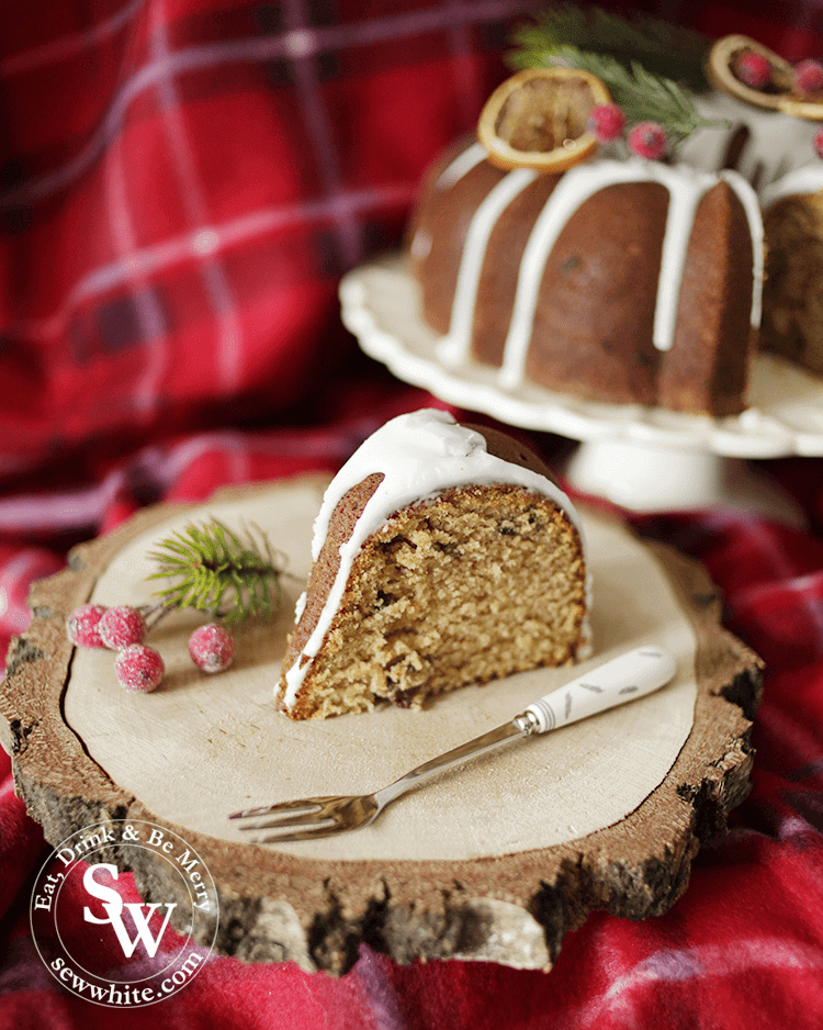 Mince Pie Christmas Bundt Cake filled with Christmsa spices and decorated with a drizzle of icing
