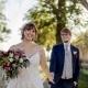 Hochzeitspaar im Laufen