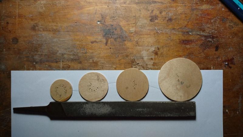 それぞれ違う大きさで用意されたサイクロイド曲線用の円盤