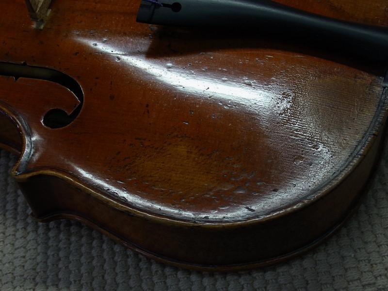 G.B.ガダニーニ、バイオリンの表板左下のふくらみ