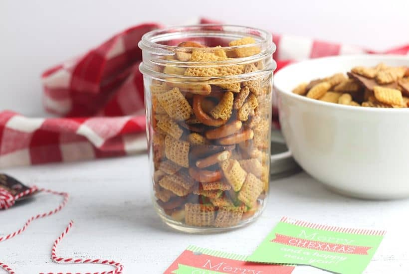 Need a quick food gift idea this holiday season? Grab an empty mason jar and make this easy Chex Mix Gift In A Jar for those on your gift list.