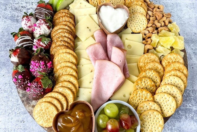 How To Make An Easy Charcuterie Board