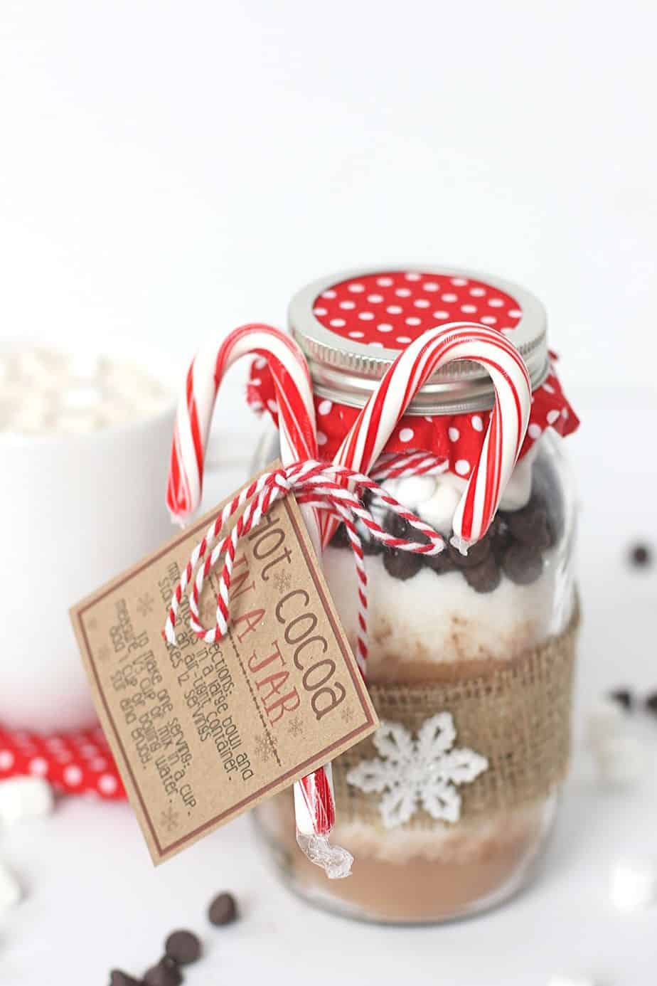 Hot Cocoa In A Jar is a perfect warm-up gift to make this holiday season. This mason jar gift is easy to create and delicious to drink.