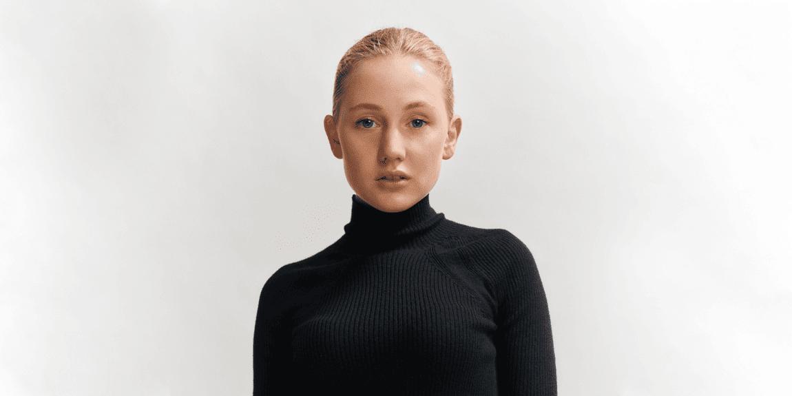Emma Philipp: Headshot