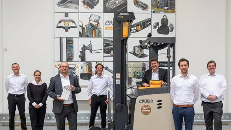 Crown reach truck wins IFOY Award