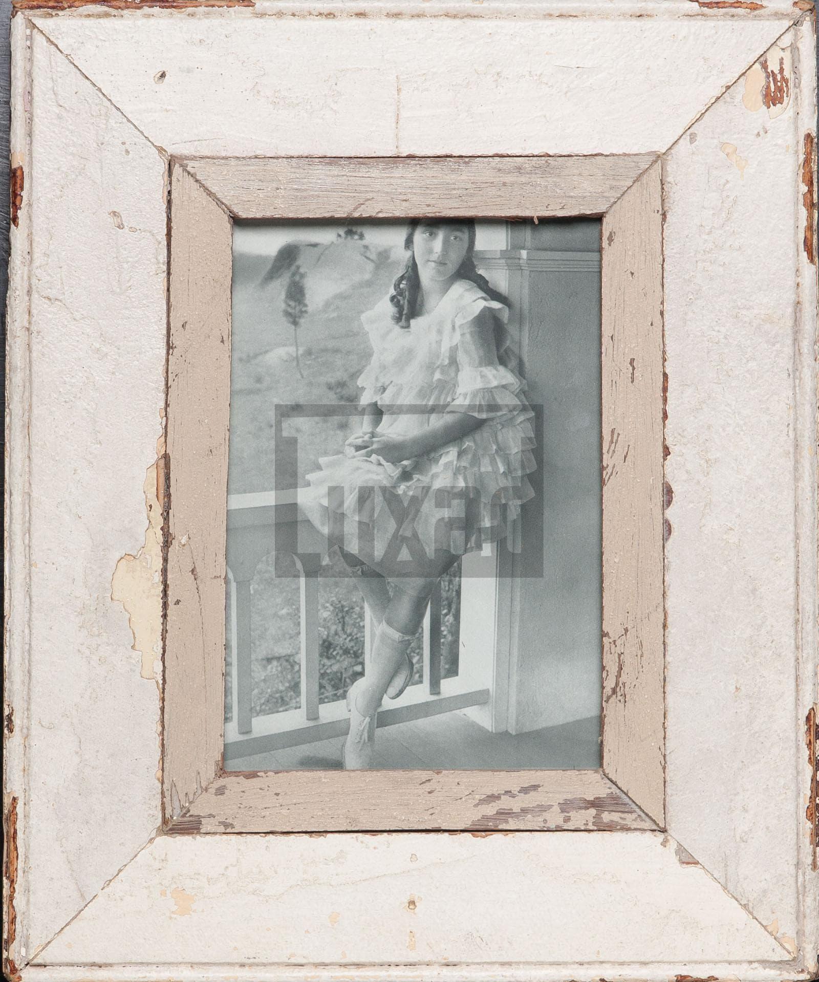 Vintage-Fotorahmen aus recyceltem Holz von Luna Designs