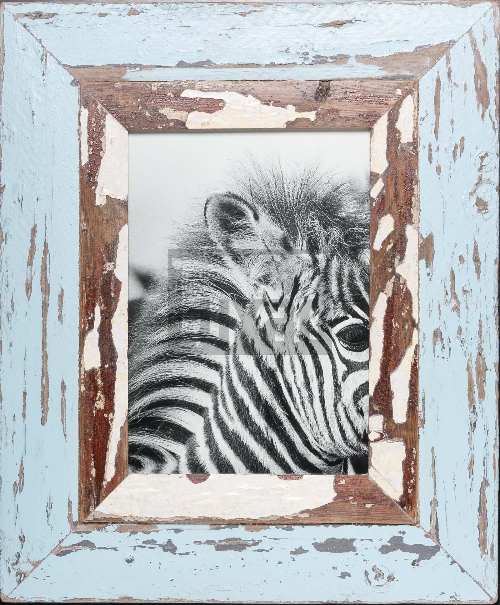 Hellblauer Bilderrahmen mit extra breitem Holzrahmen für ca. 23 x 32 cm Bildformat