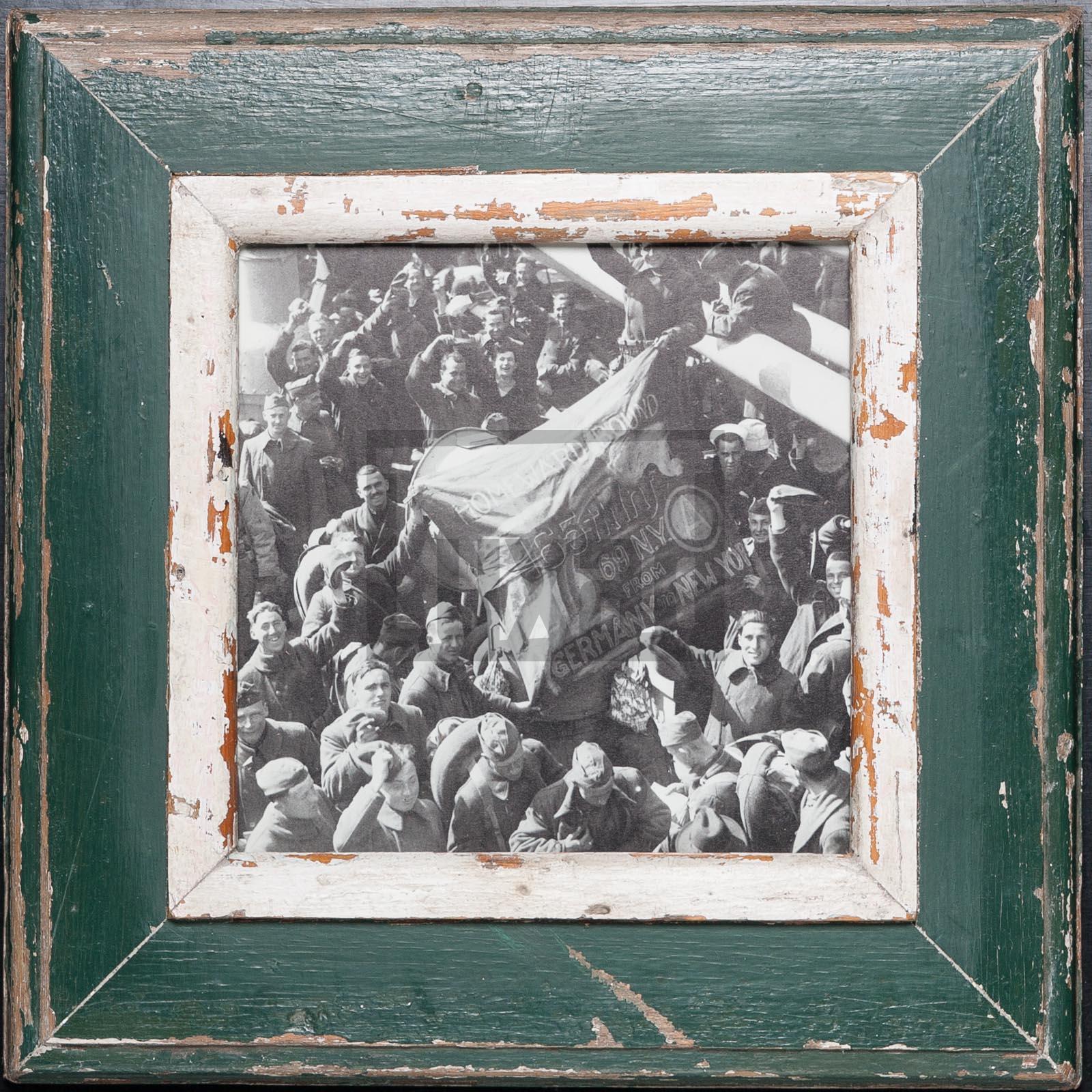 Grüner Bilderrahmen aus recyceltem Holz für quadratische Fotos
