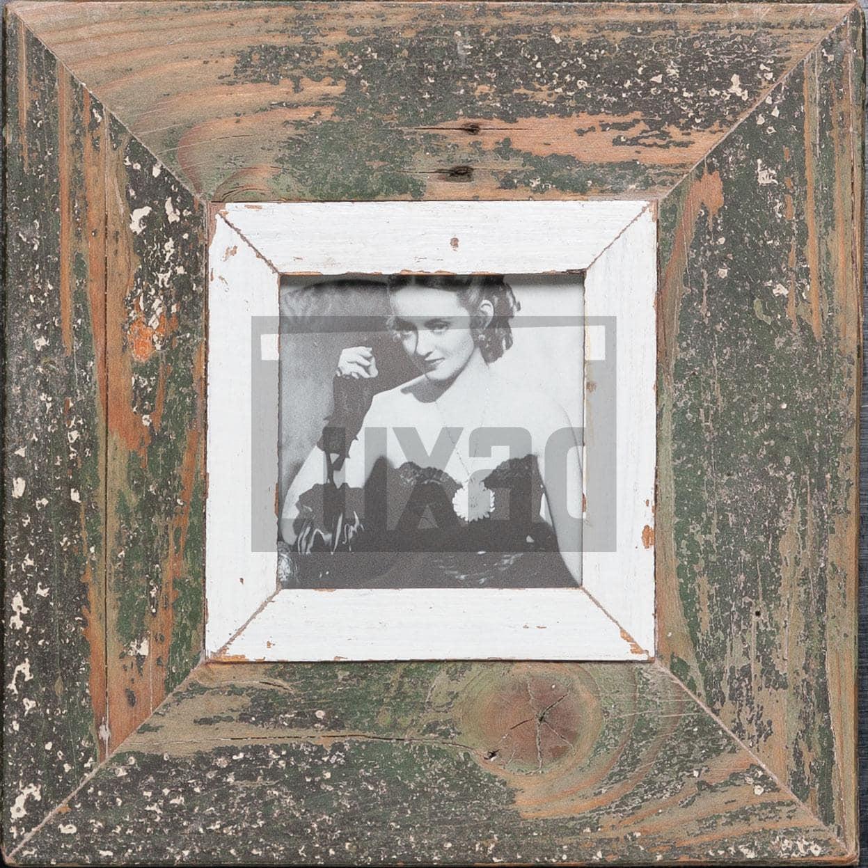 Quadratischer Wechselrahmen aus Recyclingholz für kleine quadratische Fotos