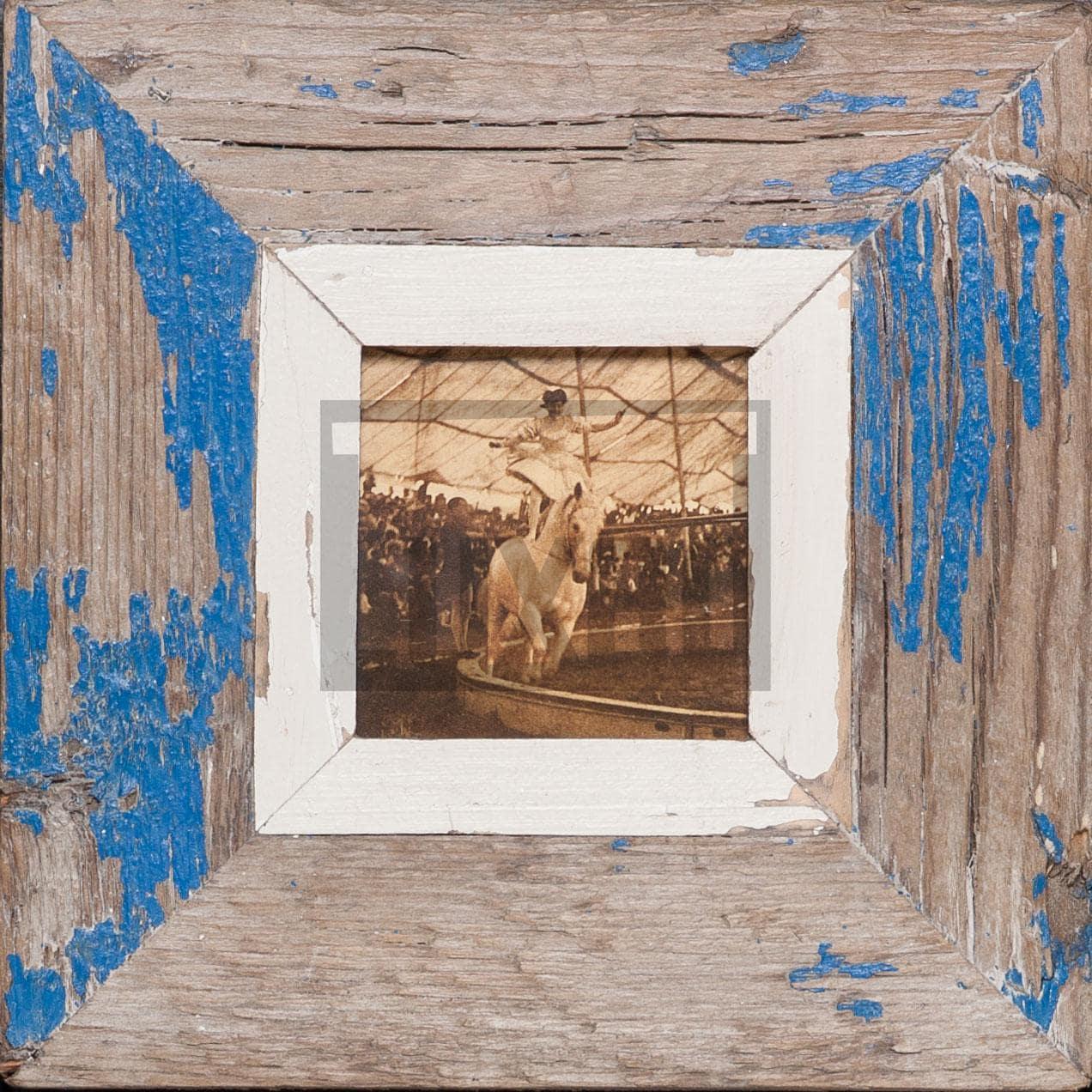 Quadratischer Altholz-Bilderrahmen für kleine quadratische Fotos