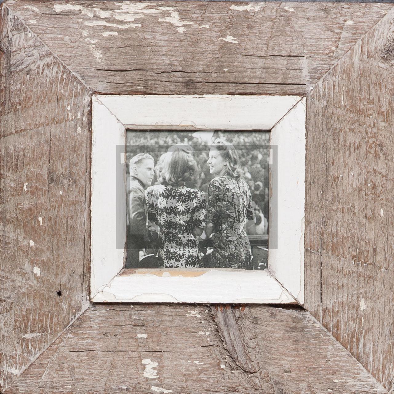 Quadratischer Altholz-Fotorahmen für kleine quadratische Fotos
