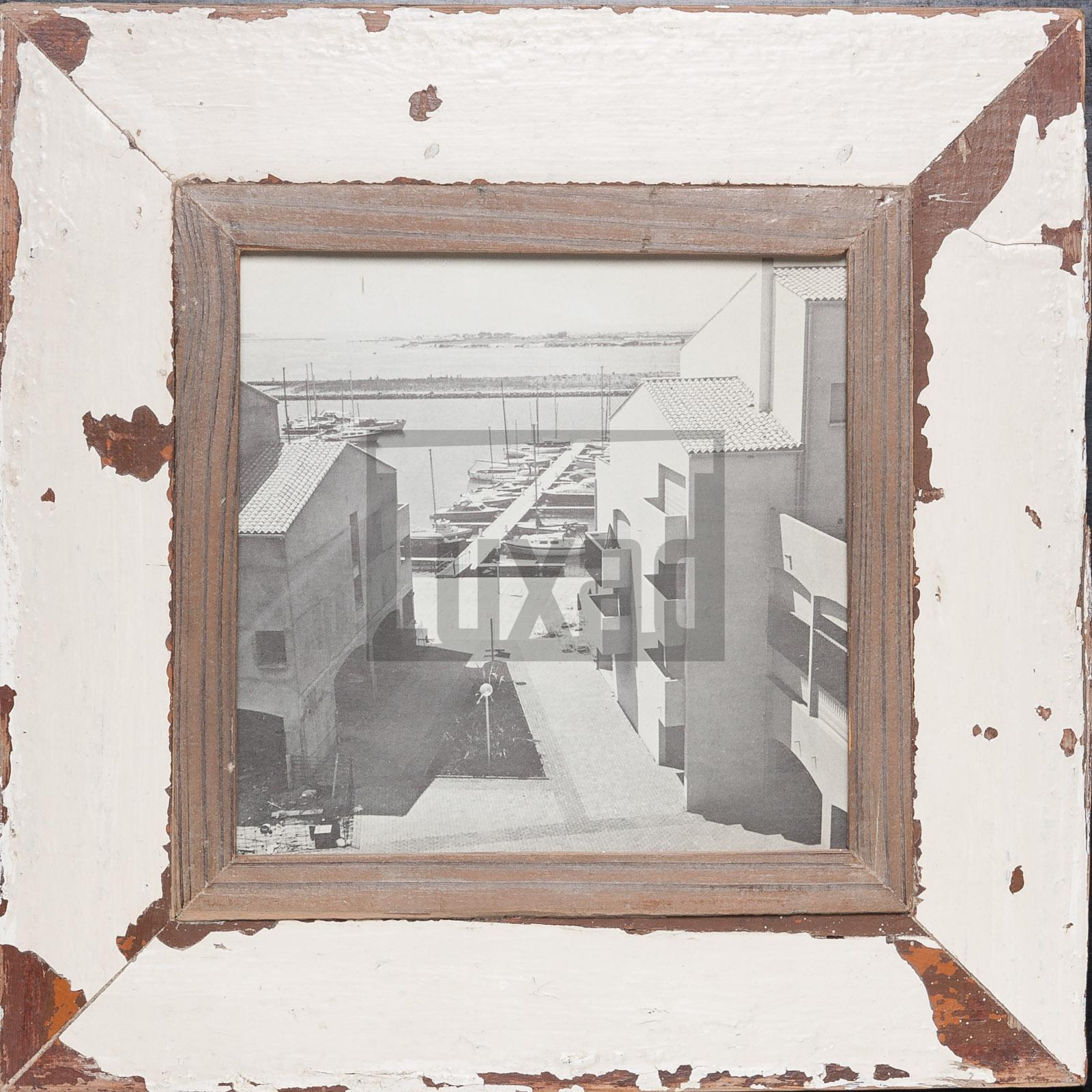 Quadratischer Altholz-Fotorahmen für quadratische Fotos