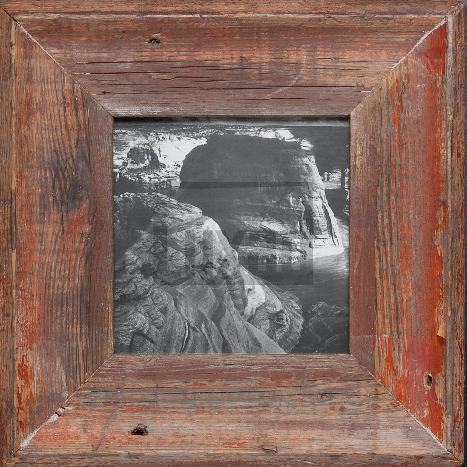 Quadratischer Wechselrahmen aus Altholz für quadratische Fotos