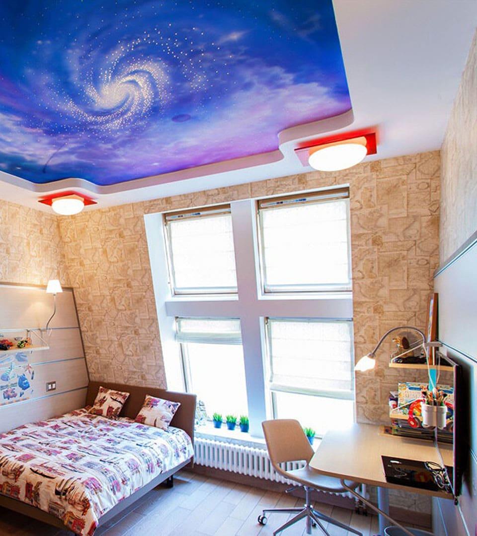 Натяжной потолок с фотопечатью в детской 16 м2 1