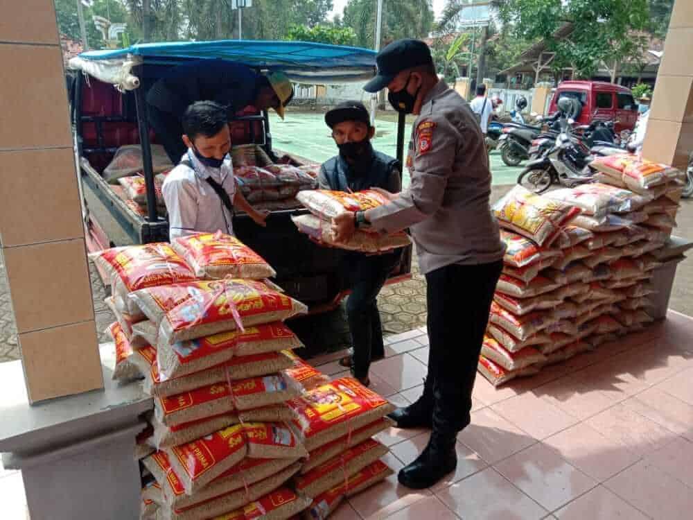 olsek Patokbeusi, Polres Subang, Polda Jabar sedang membantu penyaluran bantuan bibit pertanian